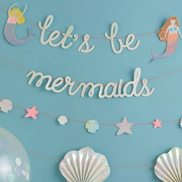 Let's be mermaids with this wall garland; perfect for parties or room decor!